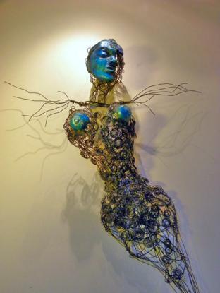 Détail POISSON-LUNE, fil de métal, vitre, polymère, 140 x 75 x 22 cm - 2009