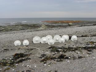 SEA DISCS II, ceramic, Baie-des-Sables, Québec, Canada - 2015