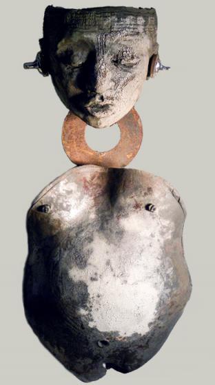 Moon Dust Woman, raku, metal, 86 x 31 x 29 cm - 2014
